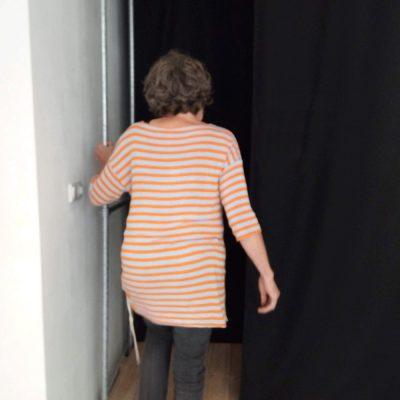 Drasland,| zintuiglijke installatie: de bezoeker staat op het punt om de zintuiglijke installatie te betreden.
