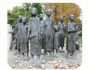 Monument Joodse slachtoffers nazi's. Ravensbrück. wo-II. Duitsland, Berlijn. Onderdeel Toren van Babel, Kunstinstallatie ©Helena van Essen