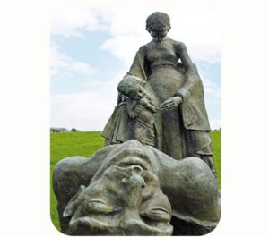 'Ballyseedy Monument', gedenkt 9 IRA-strijders. 1923. Ierland, Kerry, Tralee, Ballyseedy. Onderdeel Toren van Babel, Kunstinstallatie ©Helena van Essen