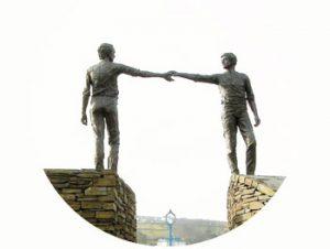 'Verzoening', beeld voor hoop en verzoening. 20 jaar na Bloody Synday. 1992. Noord-Ierland, Derry. Onderdeel Toren van Babel, Kunstinstallatie ©Helena van Essen