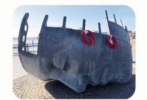 Monument to merchant navy victims of WW II. United Kingdom, Wales, Cardiff Bay. Part Tower of Babel, Art installation © Helena van Essen