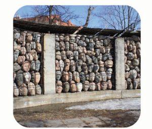 'Muur van Smart', gedenkmonument Rusland-Moskou, slachtoffers Goelag straf- en werkkampen, 1929-1953. Onderdeel Toren van Babel, Kunstinstallatie ©Helena van Essen