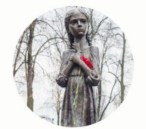 'Schrijnende herinnering aan de kindertijd' 1932-1933, monument Holodomor Herinneringscentrum, Oekraïne-Kiev. Onderdeel Toren van Babel, Kunstinstallatie ©Helena van Essen